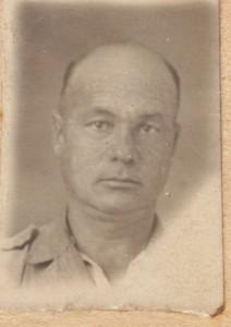 Kerekes Sandor lagerfenykepe (1947 julius)